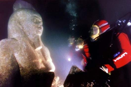 DIVERS INSPECTS A THE STATUE OF THE GOD HAPI OF THE COAST OF ALE