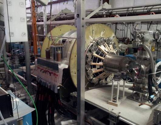 fusion-driven-rocket-test-chamber-at-the-uw-plasma-dynamics-lab-in-redmond-the-green-vacuum-chamber-is-surrounded-by-two-large-high-strength-aluminum-magnets