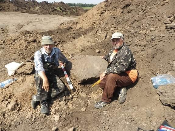 Украинские археологи нашли древнейшие солнечные часы на планете, — западные СМИ