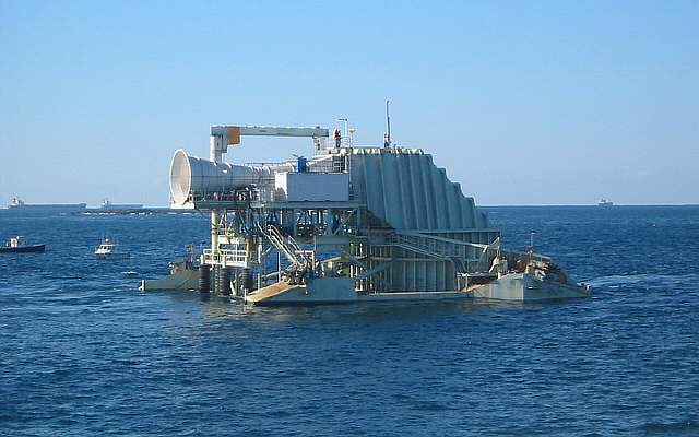 oceanlinx-wave-energy-barge-port-kembla-nsw1