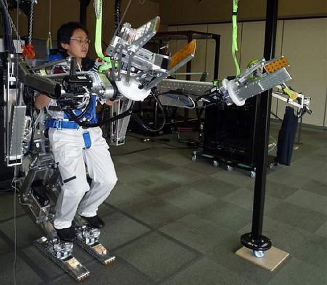 powered-suit-japan-panasonic-02