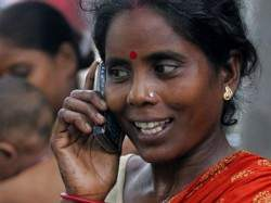 Indian-slum-dweller-uses--006