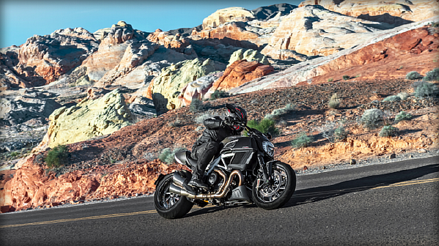 BO05_Diavel-Carbon_2014_1920x1080.mediagallery_output_image_1920x1080-660x371