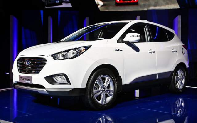 Hyundai-Tucson-Fuel-Cell-front-thre-quarters-02