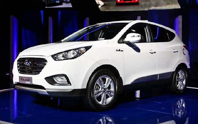 Hyundai-Tucson-Fuel-Cell-front-thre-quarters-02
