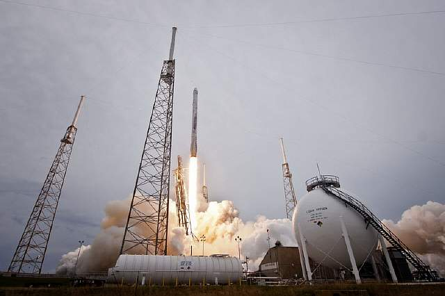 CRS-3_FALCON_9_LIFTOFF_verge_super_wide