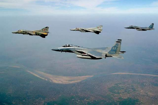Cope-India-2004-formation-685x456