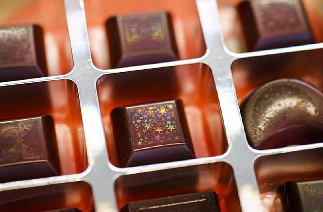 dnews-files-2014-05-etched-chocolate-holograms-140515-670-jpg
