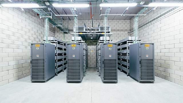 3031188-slide-s-internet-room-002