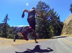 Технология в действии: Бионические ботинки, которые позволяют любому человеку бегать со скоростью 40 километров в час