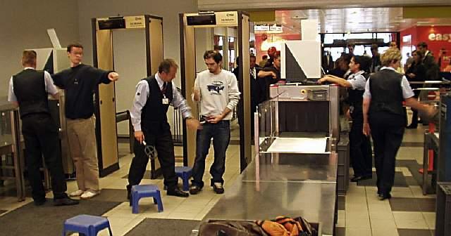 Flughafenkontrolle-e1342816010465