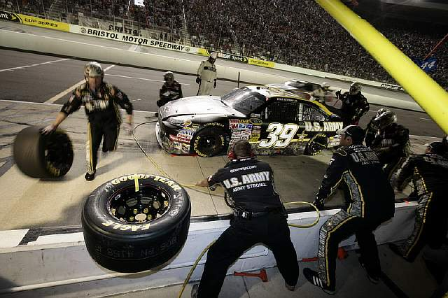 Flickr_-_The_U.S._Army_-_Army_Racing_pit_stop
