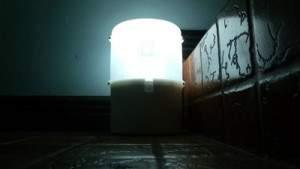 Экономичная лампа SALt требует для своей работы лишь стакана воды и двух ложек соли