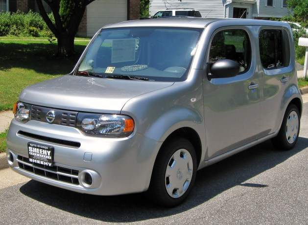 2009_Nissan_Cube_1.8-629x460