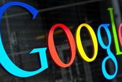 """ARCHIV- Das Logo des Internet Konzerns Google fotografiert am 20.05.2013 auf dem Google Campus im Silicon Valley. Google hat den Kauf des Smartwatch-Spezialisten WIMM bestätigt. Es ist der erste Beleg dafür, dass auch der Internet-Konzern an Computer-Uhren arbeitet. Foto: Ole Spata/dpa (zu dpa """"Google bestätigt Kauf von Smartwatch-Firma WIMM"""" vom 31.08.2013) +++(c) dpa - Bildfunk+++"""