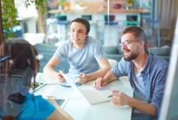 employees-meeting