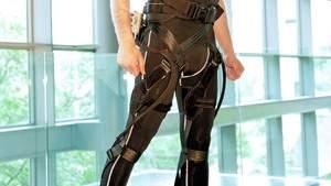 Гарвардские инженеры разработали «мягкий носимый робототехнический костюм»
