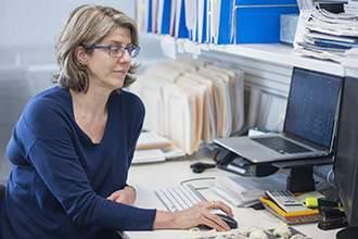 Подпись к изображению: Доктор Рут Клак возглавляет группу ученых, открывших новый способ восстановления механизма отмирания клеток, который может сыграть важную роль в борьбе с раковыми заболеваниями
