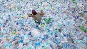 Новый способ утилизации пластиковых отходов позволяет превращать их в дизельное топливо