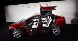 Прежде завоёвывавший сердца экспертов производитель электрических автомобилей Tesla в отзывах потребителей скатился на нижнюю строчку
