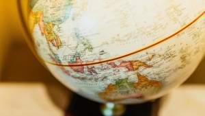 Подпись к изображению: Ученые создали ряд географических карт, иллюстрирующих зависимость продолжительности жизни от района проживания