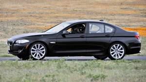 Новенький BMW запер вора в кабине