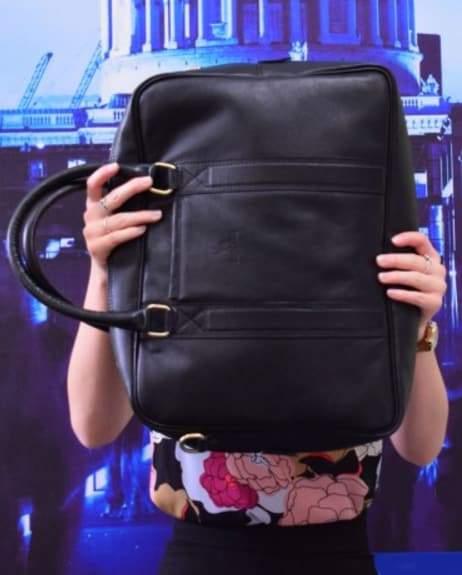 Подпись к изображению: Сегодня компания занята разработкой сумки, способной защитить путешественников от АК-47