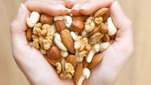 Исследование: всего горстка орехов в день существенно снижает риск развития сердечно-сосудистых заболеваний и рака