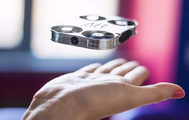 airselfie-completed-its-kickstarter-campaign-but-you-can-pre-order-it-now