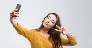 Исследователи предупреждают: селфи с поднятыми в виде буквы V пальцами может выдать отпечатки пальцев