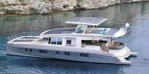 Роскошная яхта с неограниченной дальностью плавания использует для хода только солнечную энергию