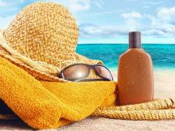 Sunscreen-Apply-1-889x695
