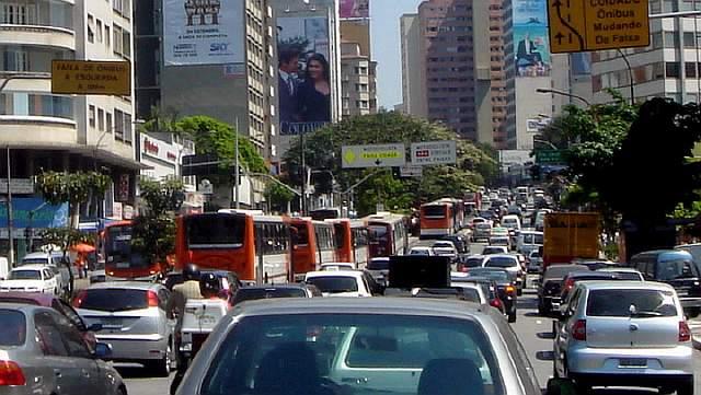 Traffic_jam_Sao_Paulo_09_2006_30.jpg