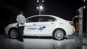 Китай намерен ввести запрет на продажи автомобилей, работающих на ископаемых видах топлива