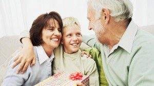 Оставление детей на попечение бабушек и дедушек может нести риски для здоровья ребёнка