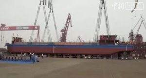 В Китае начали перевозить уголь по рекам на грузовом электросудне