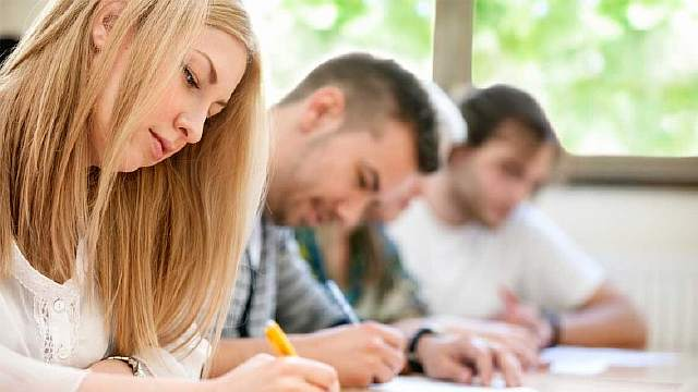 Диплом международного образца и знание иностранных языков повысят  При этом важно отметить что компания работает по расценкам колледжей и ВУЗов поэтому все затраты абитуриента будут такими же как если бы человек