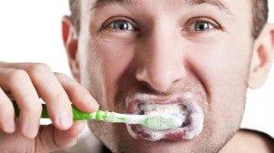 Можно забыть об уколах для лечения аллергии — достаточно будет почистить зубы