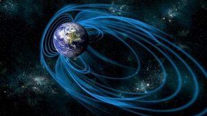 Ученые: Магнитное поле Земли ведёт себя как-то «странно»