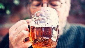 Осознание людьми риска потерять уважение окружающих — лучшее средство борьбы с пьянством среди людей среднего возраста