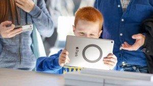 Более двух часов в день, проведённых за развлечениями перед экраном, приводят к ухудшению познавательных способностей у детей