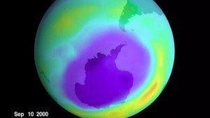 Затягивание дыры в озоновом слое показывает, что усилия людей действительно могут изменить мир
