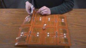 Создано беспроводное зарядное устройство в виде тонкого и гибкого листа, который можно разрезать на части, не нарушая его работоспособность