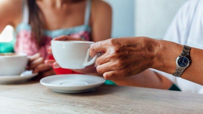 Чтобы защитить себя от рака пищевода, надо в горячие напитки добавлять молоко
