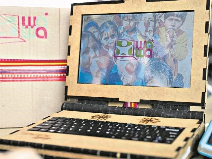 Перуанская компания создала доступный деревянный ноутбук для сельских жителей