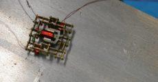 Крошечный микродвигатель поможет роботам массово создавать других роботов